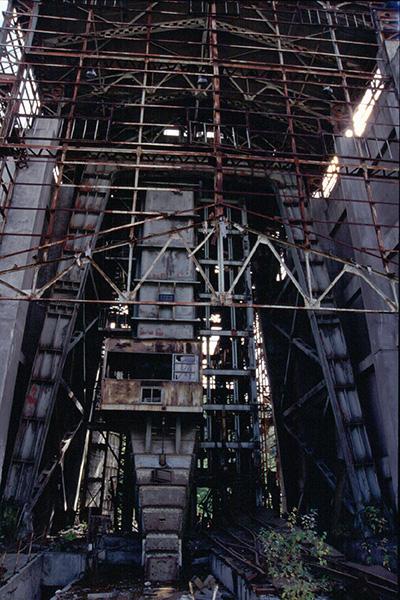 立坑ケージ入り口の裏側1