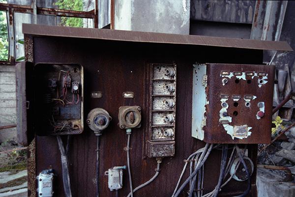 立坑ケージ入り口付近の装置類