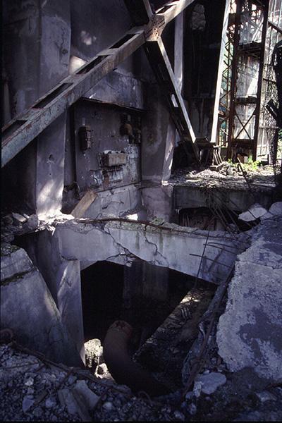立坑ケージ入り口の裏側3